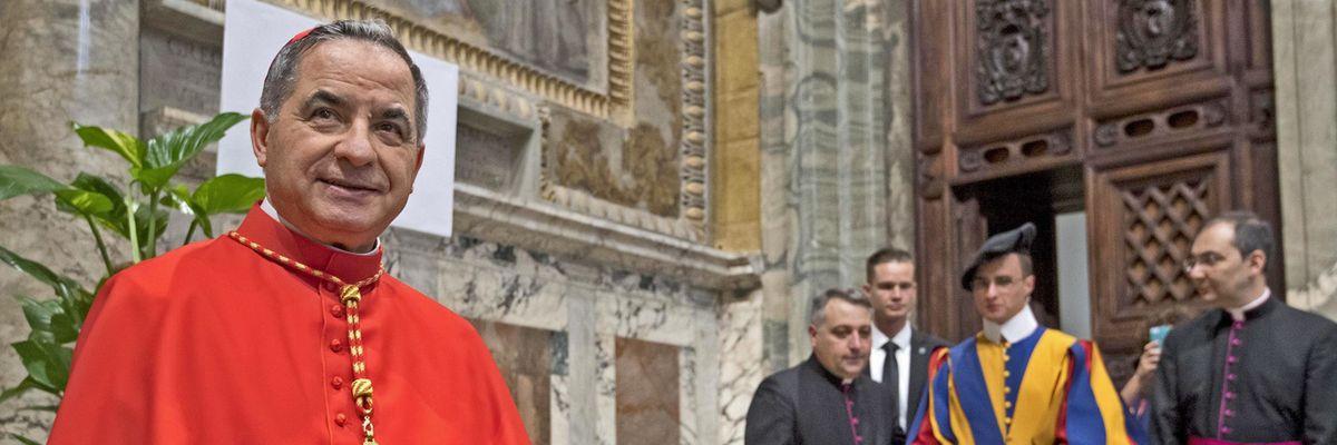 Bomba in Vaticano. Becciu convocato dal Papa molla il cardinalato
