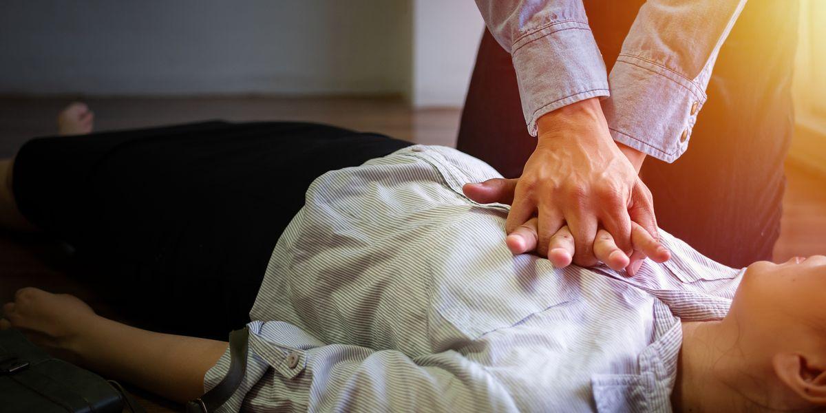 arresto cardiaco massaggio cuore