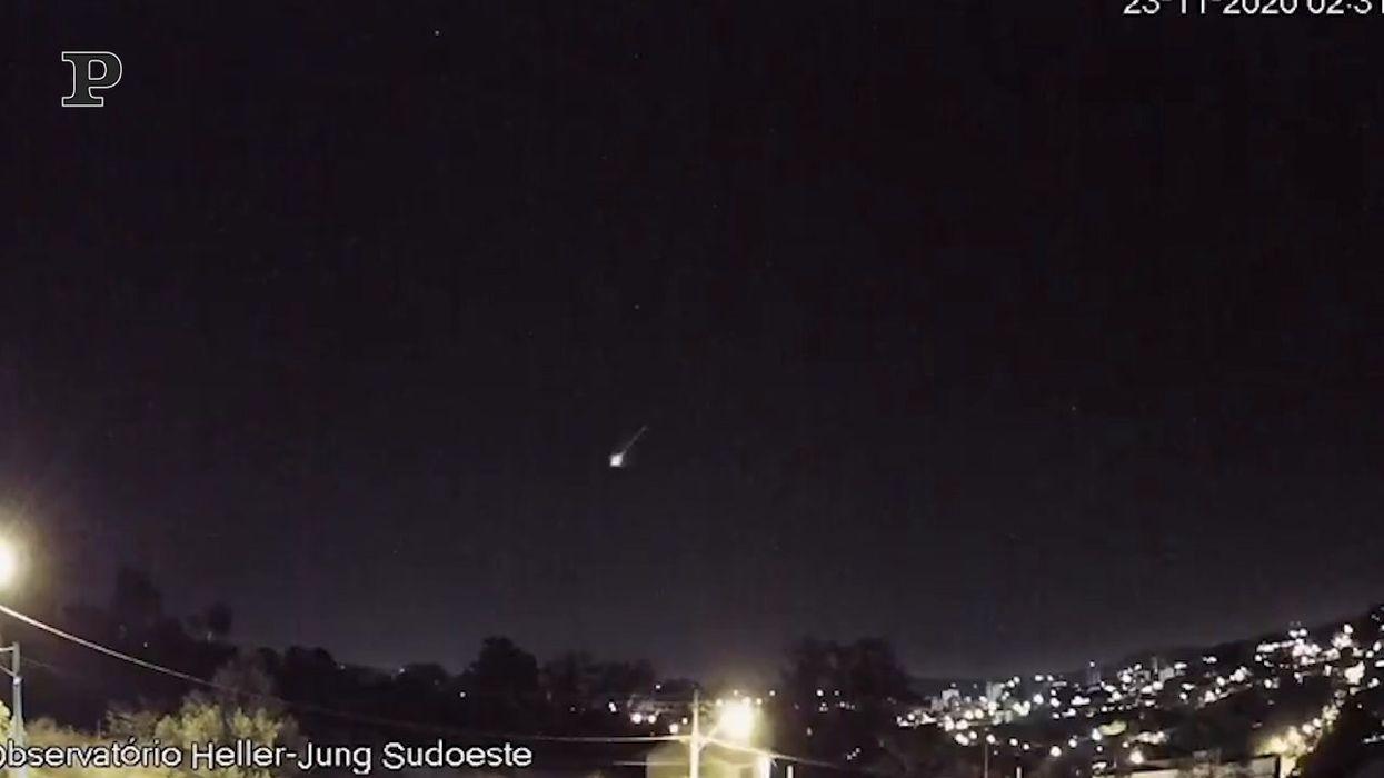 Brasile |  meteora esplode nel cielo | video