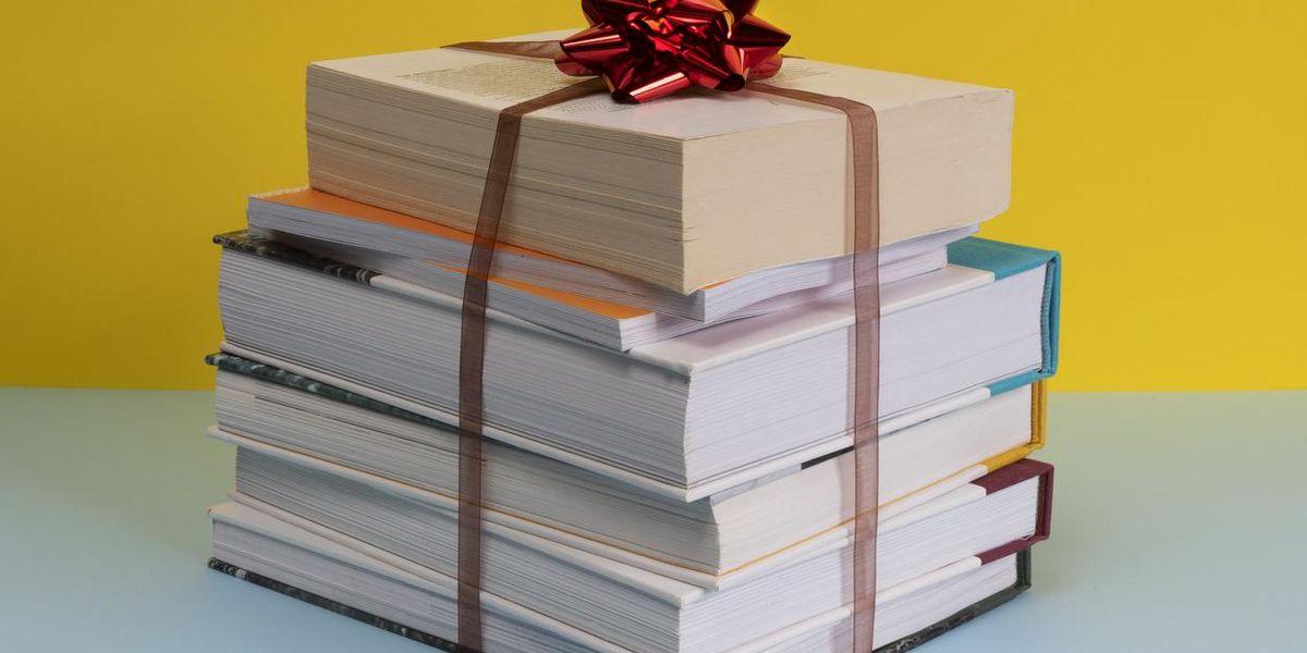 Guida regalo per lettori. I migliori titoli dell'anno e gli accessori indispensabili