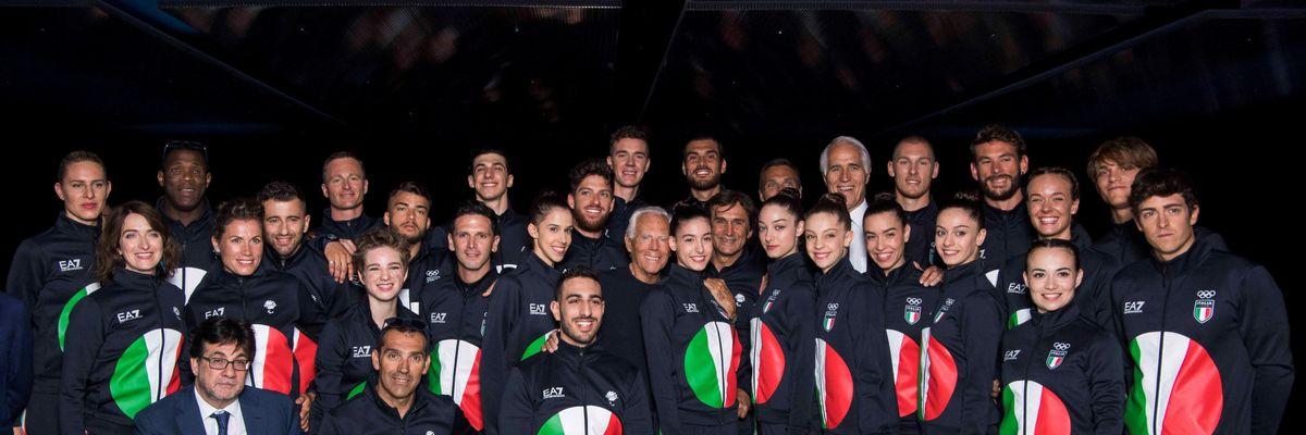 Forza Azzurri! Adesso verso la bandiera a cinque cerchi Olimpici (sempre vestiti da Armani)