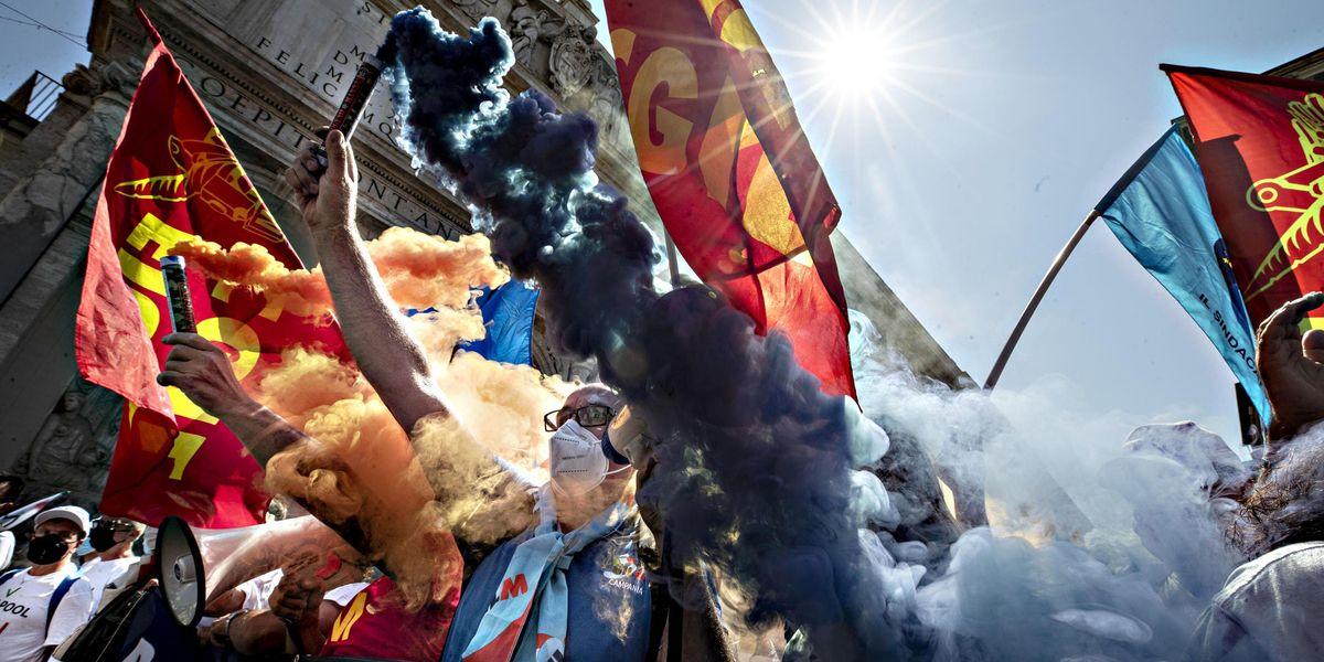 manifestazione lavoratori Whirlpool