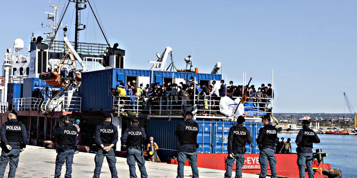Frontex migranti sbarco Pozzallo Ragusa