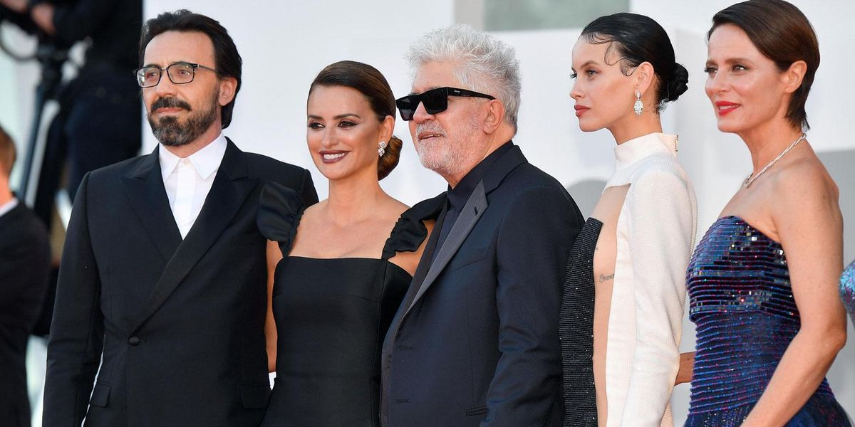 Venezia parte con Pedro  Almodóvar ed il suo film troppo politico e spiazzante
