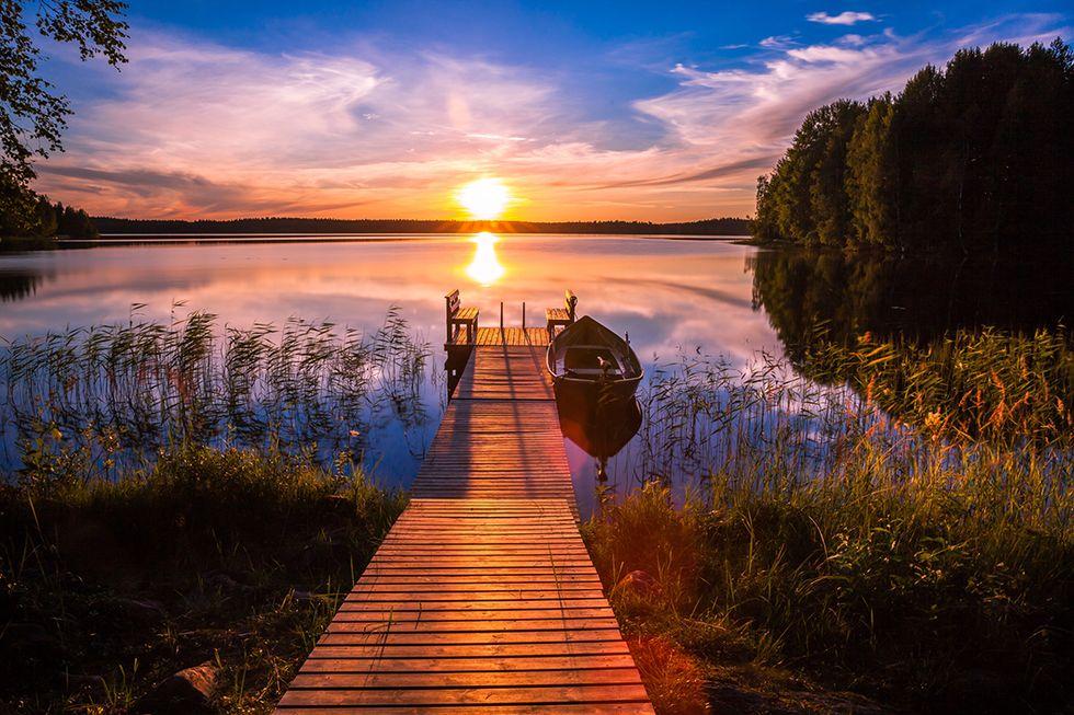Finlandia, tramonto sul lago
