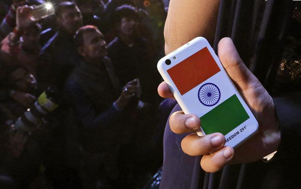 Vendite in tilt per lo smartphone indiano da 3 euro