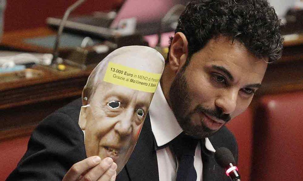 """M5S, """"Napolitano boia"""": le reazioni in rete"""