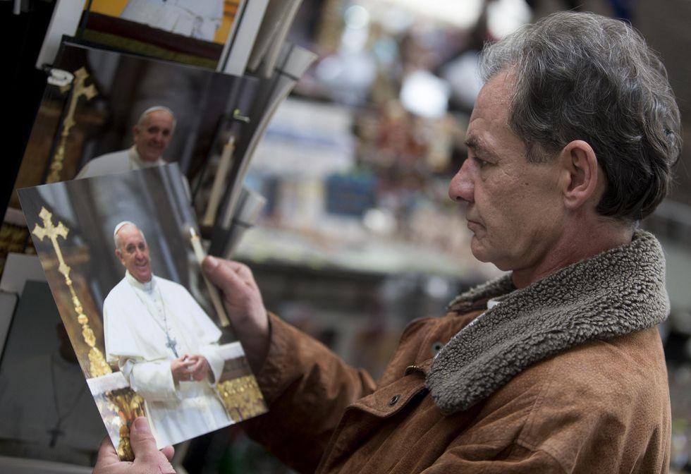 In Vaticano arriva il barbiere per i senzatetto