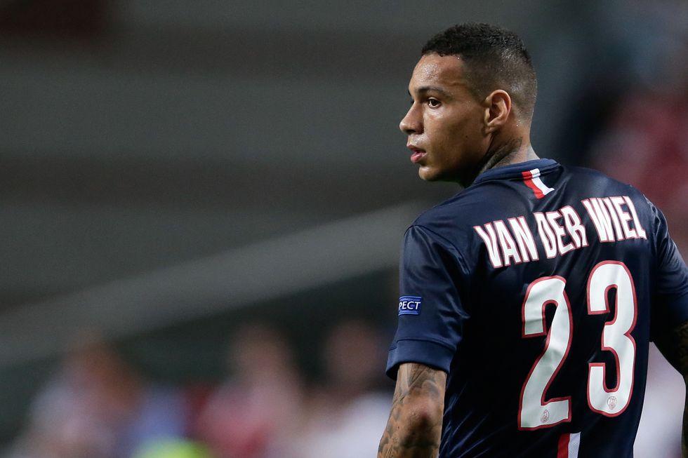 Van der Wiel sostituito dal Psg dopo 45 minuti, aveva litigato con Ibra