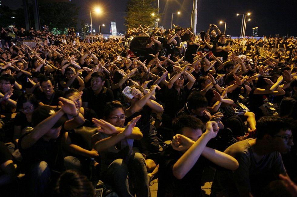 Stanca di essere vessata da Pechino, Hong Kong dà fiducia ai democratici