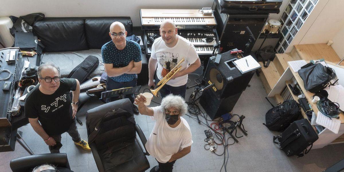 I musicisti che hanno inciso l'album Travel