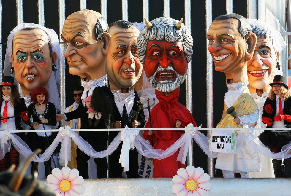 Bersani - M5S: tutti gli insulti all'ex leader Pd