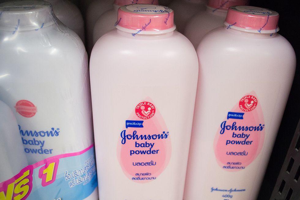 Talco cancerogeno: quel che c'è da sapere sul caso Johnson&Johnson