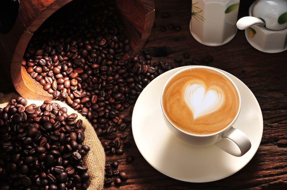 Il caffè fa bene o male? 13 cose da sapere