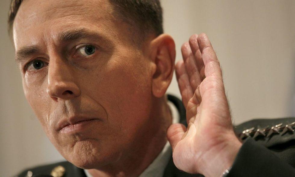 Caso Petraeus: i misteri di David e di Jill