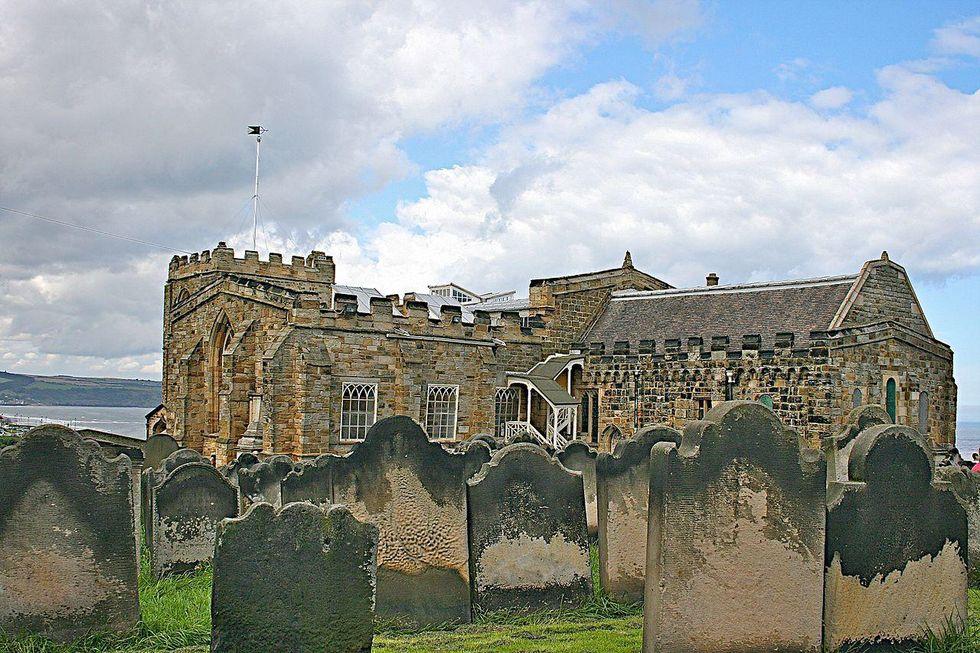Gran Bretagna, piovono ossa dal giardino di Dracula