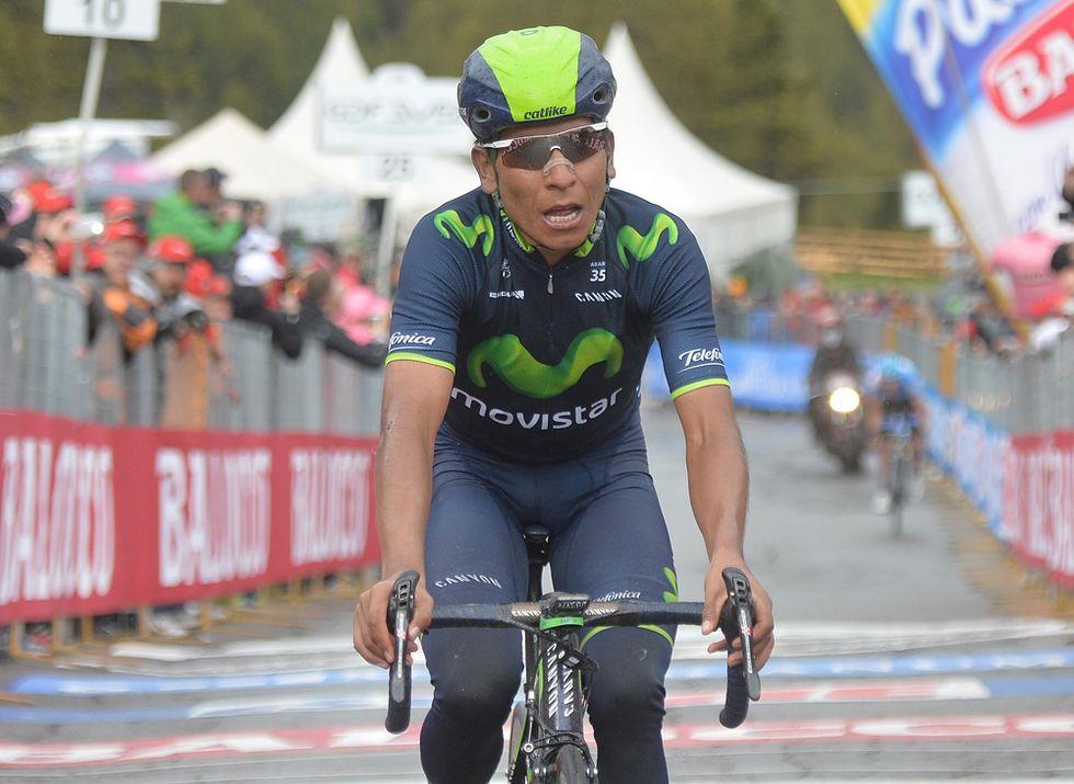 Giro - Quintana in maglia rosa tra le polemiche