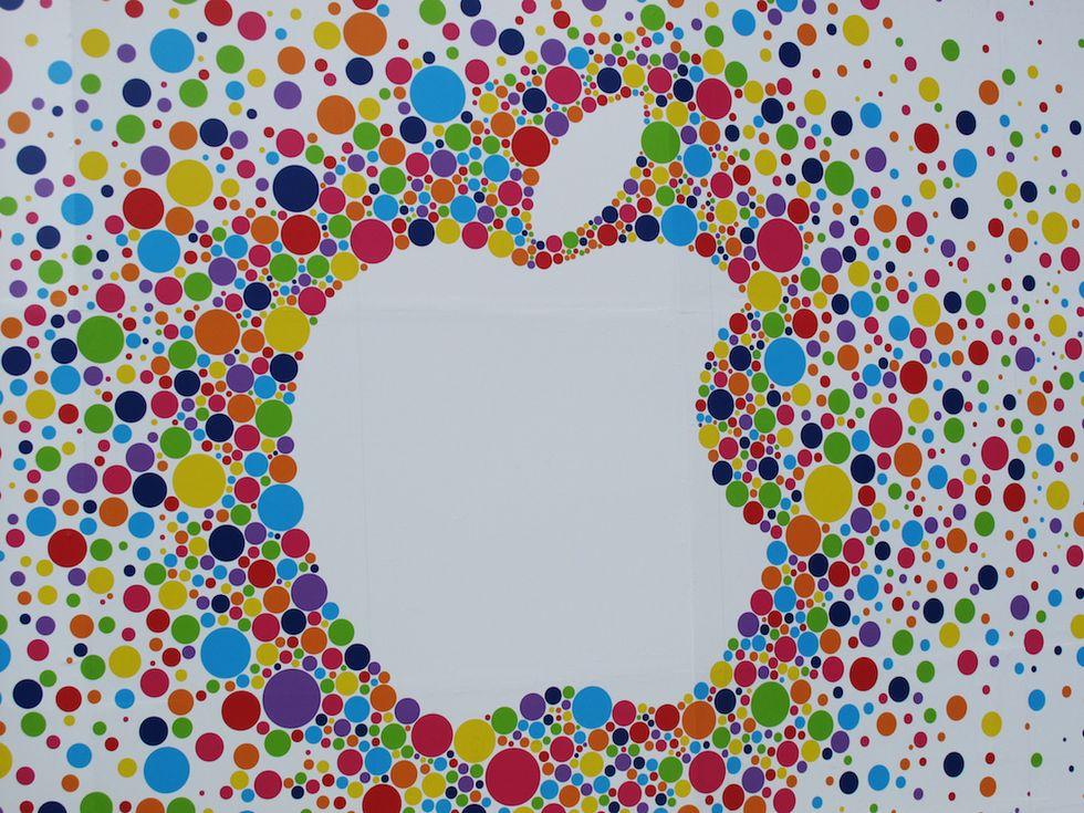 Apple: il nuovo iPhone spinge gli utili oltre le previsioni
