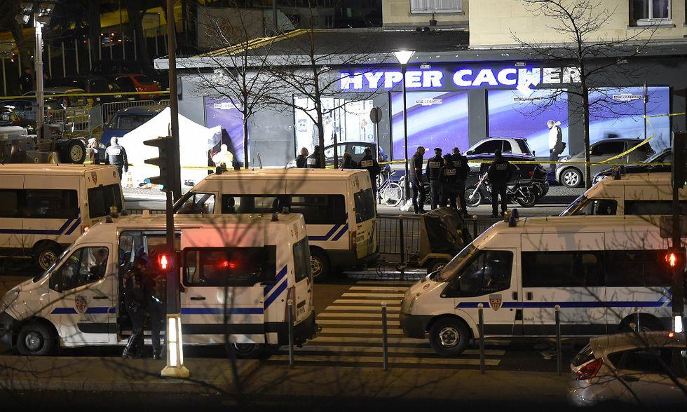 Francia, uccisi i tre terroristi e quattro ostaggi