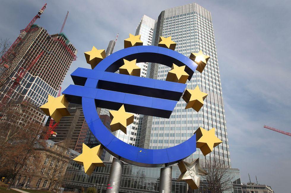 Bce: senza liquidità l'euro rischia