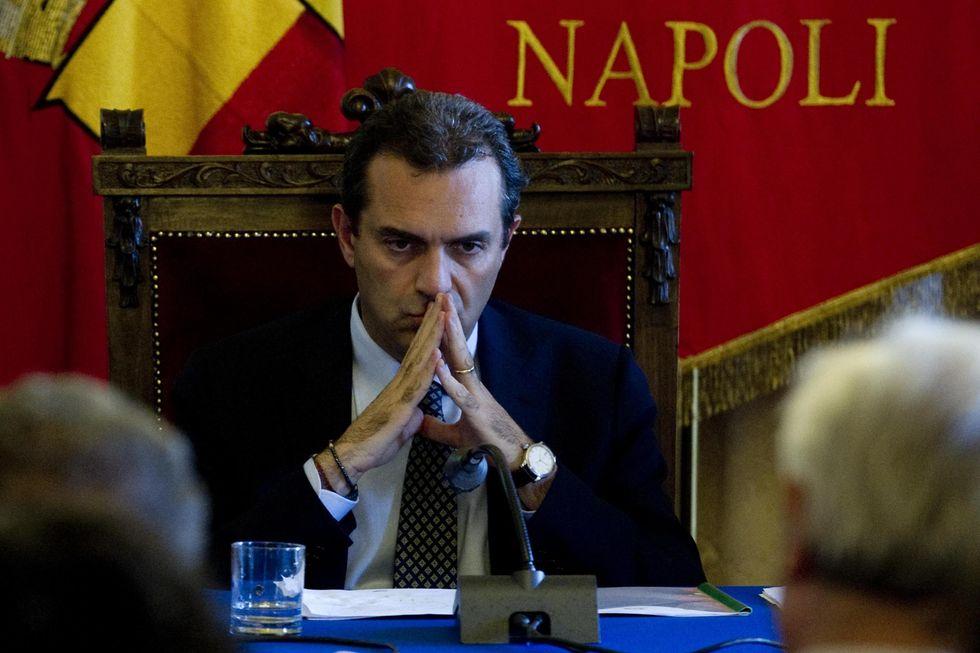 """De Magistris vuole licenziare i dipendenti comunali """"furbetti"""""""