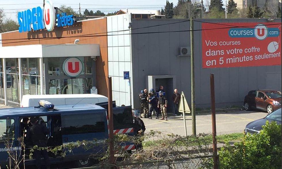 Francia: muore il gendarme eroe dell'attentato a Trèbes