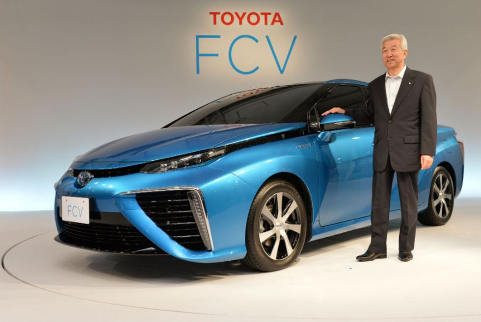 Toyota: la prima auto all'idrogeno