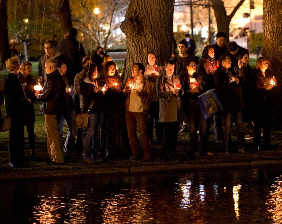 Il lutto a Boston e altre foto del giorno, 17.4.2013
