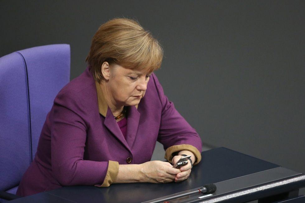 Spionaggio, Merkel intercettata e mazziata