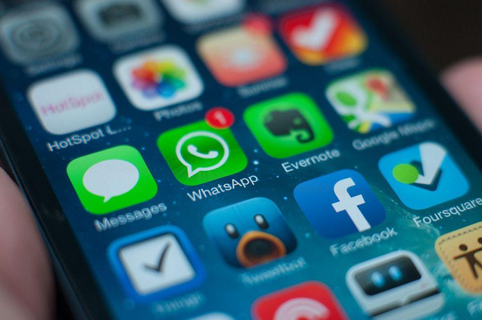 """Tutti su WhatsApp: e ora chi ci salva dalla """"fuffa"""" digitale?"""