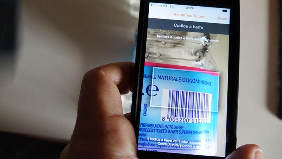 Risparmio Super: per scovare le offerte lo smartphone diventa un lettore di codici a barre