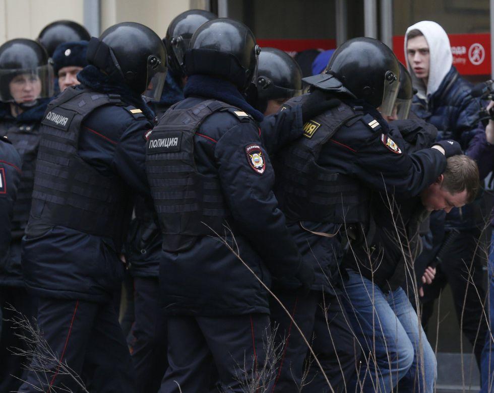 Russia: nuove proteste contro Putin, decine di arresti - FOTO