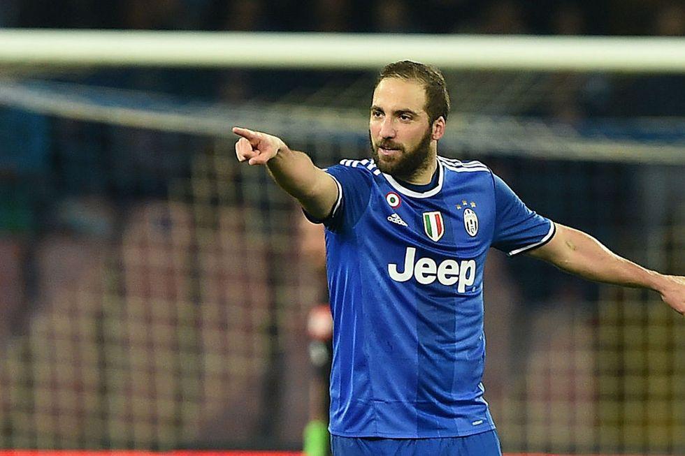 Napoli-Juventus 3-2, la vendetta di Higuain gela il San Paolo