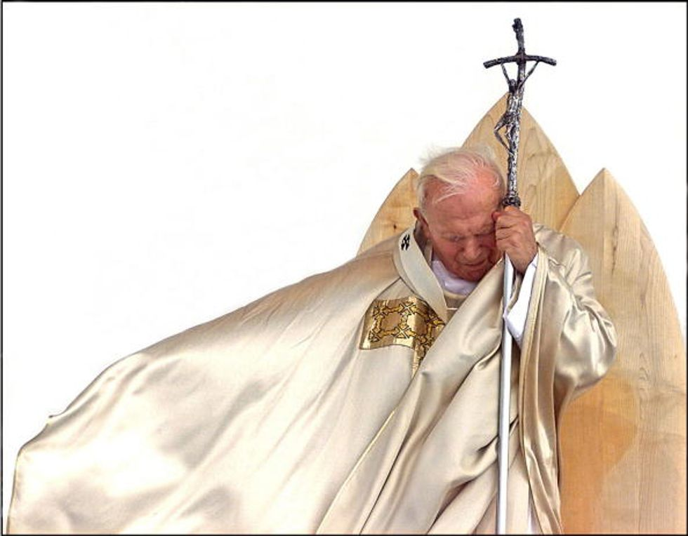 Sangue, colombe e fulmini. Tre misteri in Vaticano