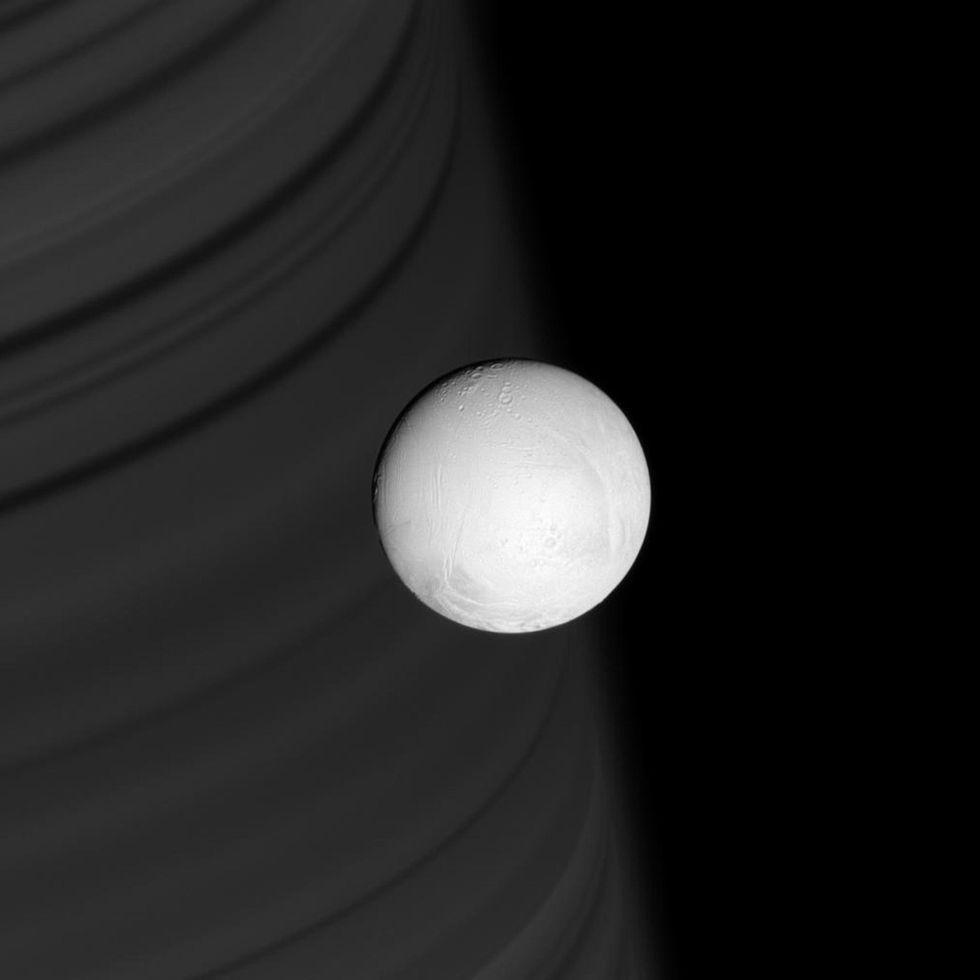 Perché c'è vita sulle lune di Saturno