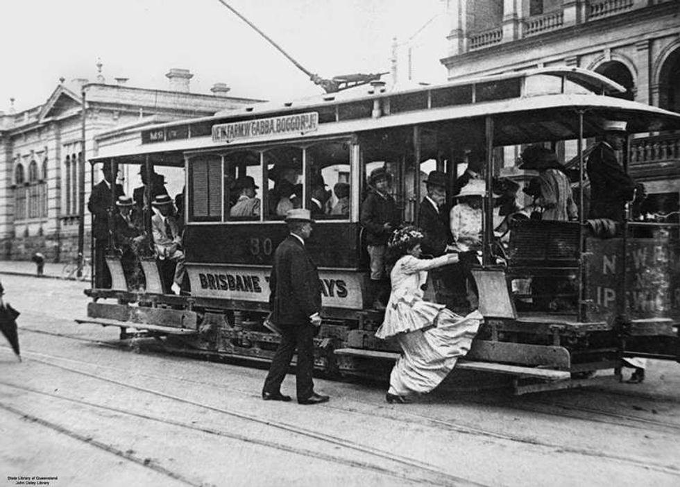 Libri sul comodino: l'intensa letteratura degli orari del tram