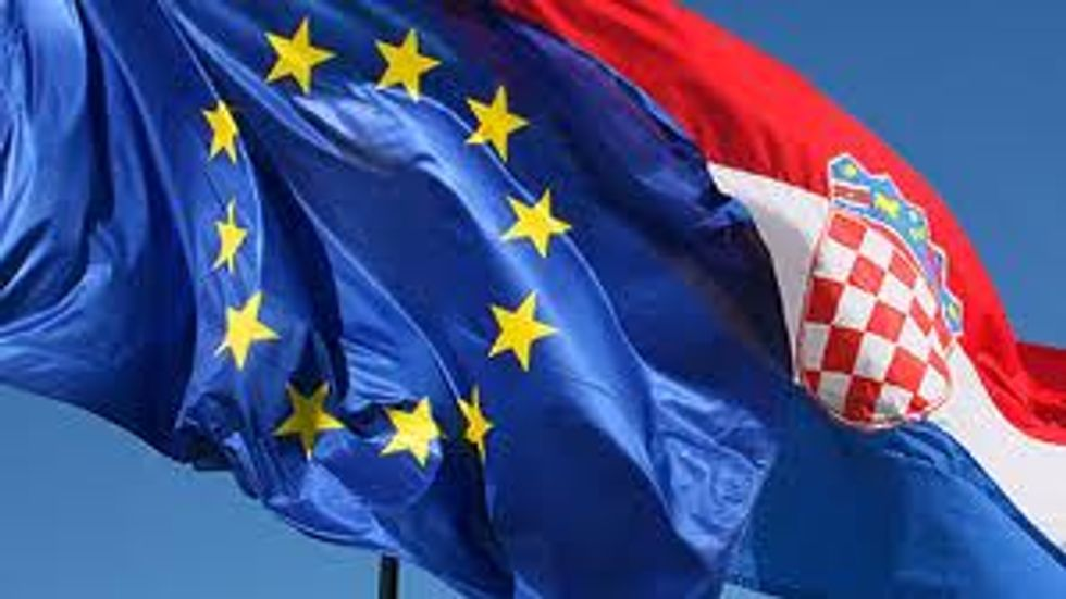La Croazia entra nell'UE, ma a Zagabria non si festeggia e la Germania la boicotta