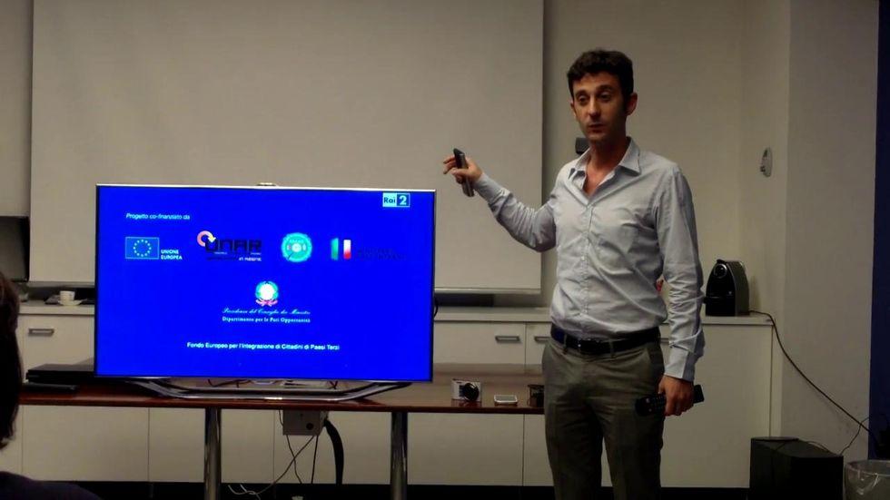 Smart TV, come funziona l'interazione gestuale e vocale