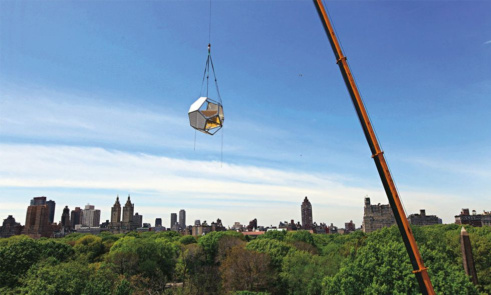 """Cloud city"" di Tomás Saraceno al Metropolitan museum of art di  New York. L'importanza di alzare lo sguardo"