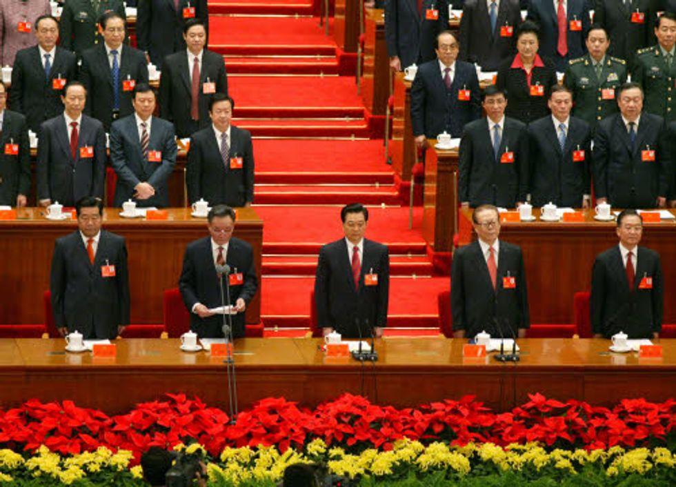 Cina: 18 mila funzionari fuggono all'estero per mettere al sicuro familiari e risparmi
