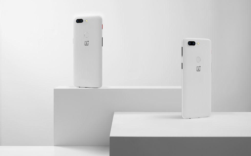 OnePlus 5T Star Wars arriva in Italia ma si chiama Sandstone White