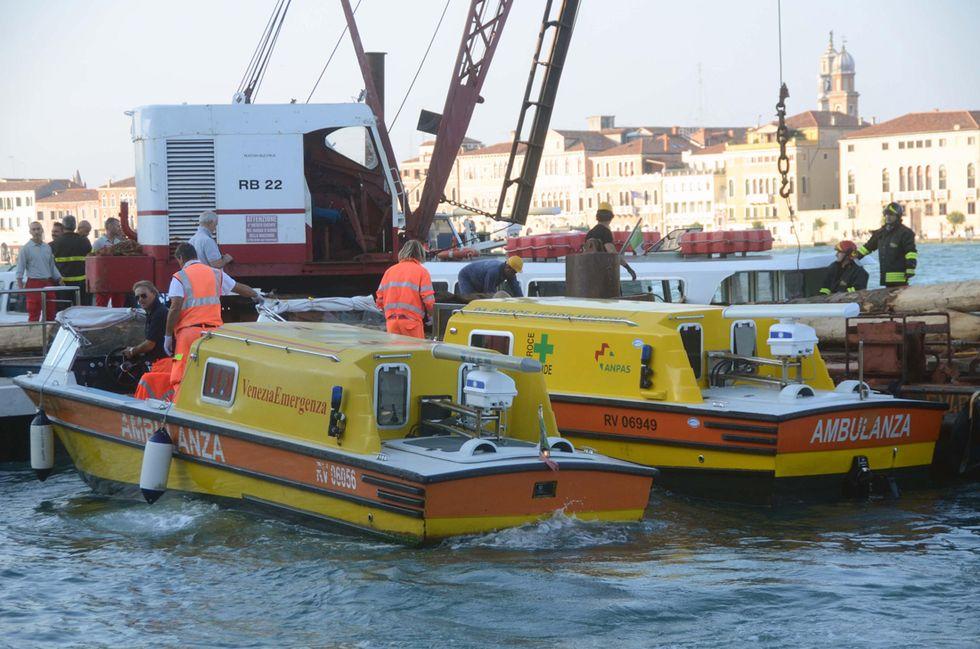 Venezia: incidente tra vaporetto e chiatta