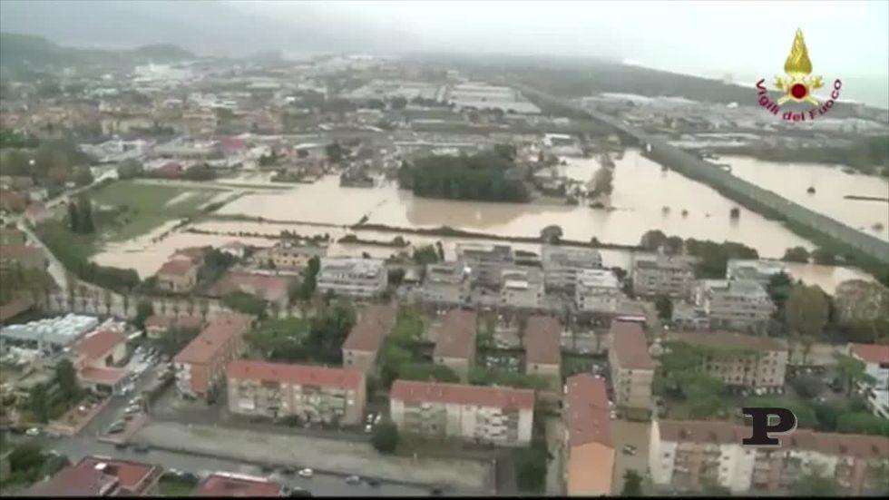 Alluvione a Carrara, le immagini dall'elicottero