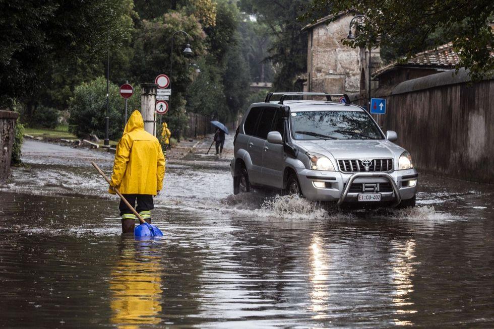 Maltempo: Roma allagata sotto la pioggia
