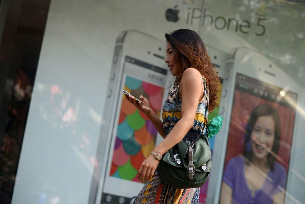 """Perché Apple viene accusata di """"nascondere"""" i messaggi"""