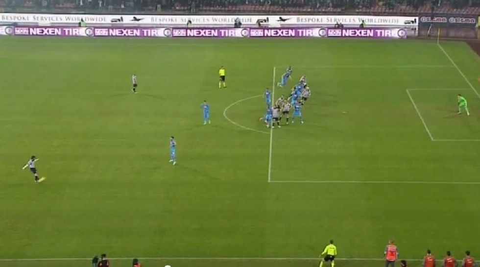 Napoli-Juventus 1-3: irregolare il gol di Caceres