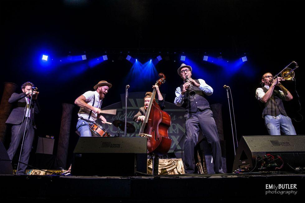 Postmdern Jukebox: così coloriamo di swing i successi del pop (e del rock)