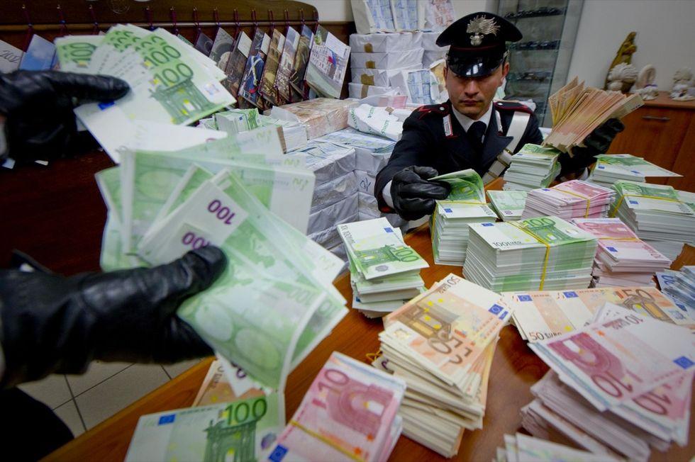 Euro falsi, sequestro da 53 milioni. Le foto