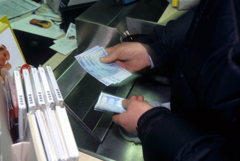 Nuova tassa sul contante in banca: chi colpisce