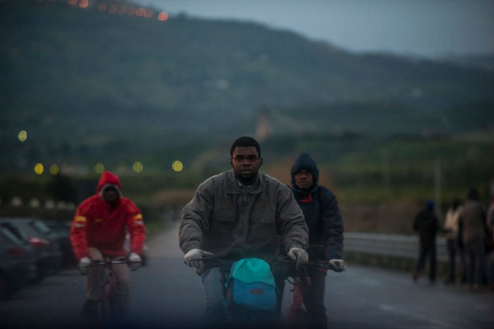 I migranti arruolati come schiavi. Per 10 euro al giorno - Le foto